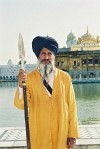 India - Amritsar (Punjab): Sikh guardian by the Golden temple - religion - Sikhism (photo by J.Kaman)