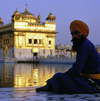 India - Amritsar (Punjab): Sikh man by the pond of the Golden temple - photo by W.Allg�wer