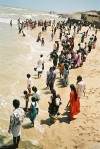 India - Kovalam: people on the beach (photo by J.Kaman)