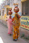 India - Uttar Pradesh: village women carry huge pots of water on their heads (photo by J.Kaman)