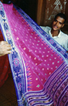 India - Nuapatna - Orissa: the double-Ikat silk cloth design - photo by G.Frysinger