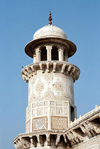India - Agra: Mausoleum Itimad-ud-Daulah - Marble tower (photo by J.Kaman)