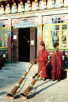 India - Darjeeling (West Bengal): Ghoom Monastery - Yiga Choeling Buddhist Monastery - monks blowing sacred horns - photo by J.Kaman