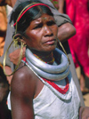 Orissa: woman of the Kondh tribe with typical jewels and clothes - photo by E.Petitalot