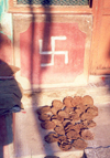 India - Sravanabelagola: the swastika and the cow dung - Indian good omens (photo by Miguel Torres)