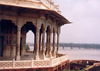 India - Agra (Uttar Pradesh): veranda over the Yamuna / Jumna river (photo by Miguel Torres)