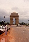 New Delhi: India Gate - Rajpath - memorial to the Indian dead in the second Afghan war (photo by Miguel Torres)