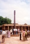 India - Delhi (Shahjahanabad): wishful column  at the Quwwatu'l Islam Mosque - inside Tomar fortress (photo by Miguel Torres)