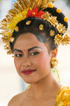 Padangbai, Bali, Indonesia: close-up portrait of young Balinese woman wearing traditional costumes - photo by D.Smith
