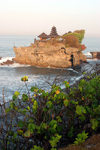 Indonesia - Pulau Bali: Tanah Lot and the coast - Hidu temple on an islet - photo by R.Eime