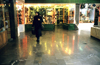 Iran - Isfahan: shopping center - woman with chador - photo by W.Allgower