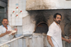 Iran - Shiraz: bakers at work - bakery ovens - photo by M.Torres