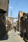 Iran - Shiraz: narrow alley - photo by M.Torres