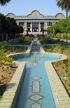 Iran - Shiraz: house, pond and garden - Qavam House - Narenjestan e Qavam - photo by M.Torres