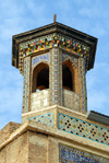 Iran - Shiraz: the Old Friday Mosque - Masjed-e-Ja'ame'e Atigh - miniature minaret atop one of iwans - photo by M.Torres