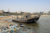 Iran -  Bandar Abbas: rubbish and a dead dhow - waterfront avenue - photo by M.Torres