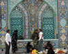 Iran - Bandar Abbas: improvised market at main Sunni mosque - photo by M.Torres