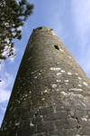 Ireland - Clonmacnoise - County Westmeath: the Round Tower - built by Turlough O'Connor and O'Malone - photo by N.Keegan