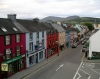 Ireland - Kenmare (county Kerry): main street (photo by R.Wallace)
