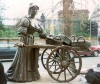 Ireland - Dublin: Molly Malone - the tart with the cart (photo by Miguel Torres)