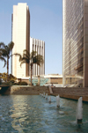 Israel - Ramat Gan: office buildings and pond - Diamond Exchange District - photo by Efi Keren