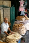 Israel - Jerusalem: bread stall in the old town (photo by R.Wallace)