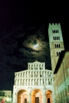 Italy / Italia - Lucca (Toscana): Church and tower by night (photo by M.Bergsma)