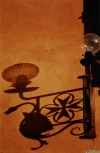 Italy / Italia - Florence / Firenze (Toscany / Toscana) / FLR : street lamp shadow (photo by  J.Rabindra)