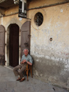 Italy / Italia - Venosa (Basilicata): tobacco shop - resting (photo by Emanuele Luca)