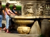 Italy / Italia - Roma / Rome: summer - freshening up at a fountain (photo by Emanuele Luca)