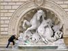 Bologna (Emilia-Romagna) / BLQ - Italy: cleaning a fountain - fontana - photo by M.Bergsma
