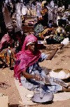 C�te d'Ivoire - Spinning cotton (photo by J.Filshie)
