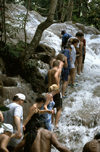 Jamaica - Dunns River Falls: climbing - human chain (photo by Francisca Rigaud)