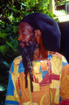 Jamaica - Dunns River Falls: Rastafarian man with cap and long beard - photo by Francisca Rigaud
