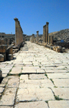Jerash - Jordan: the South Decumanus intersects the Cardo - Roman city of Gerasa - photo by M.Torres