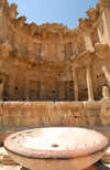 Jerash - Jordan: Nymphaeum - public fountain and Temple of the Nymphs - Roman city of Gerasa - photo by M.Torres
