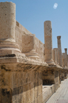 Amman - Jordan: Roman Theatre - columns on the scaenae frons - photo by M.Torres