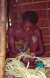 Africa - Kenya - Kanamai, Mombassa: weaver at work - artisan - photo by F.Rigaud