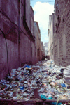 Africa - Kenya - Nairobi: river of garbage - alley - photo by F.Rigaud