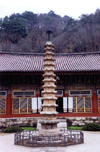 North Korea / DPRK - Myohyang mountains: Pohyon Buddhist Temple - Taeung hall (photo by M.Torres)