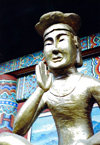 Asia - South Korea - gold figure - temple - photo by S.Lapides