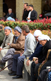 Erbil / Hewler / Arbil / Irbil, Kurdistan, Iraq:old men gossip on the benches along Shar Park - photo by M.Torres