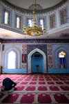 Erbil / Hewler / Arbil / Irbil, Kurdistan, Iraq: mn praying at Jalil Khayat mosque, the city's largest mosque - photo by M.Torres