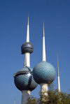 Kuwait city: Kuwait towers - seen from Arabian Gulf street - photo by M.Torres