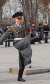 Bishkek, Kyrgyzstan: Kyrgyz soldier goose-steping - Official State Flagpole - change of the guard - Ala-Too square - Stechschritt - photo by M.Torres