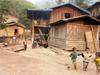 Laos - Pakbeng: village scene - toddlers and timber houses - photo by P.Artus