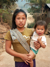 Laos - Muang Noi: young mother with toddler - photo by P.Artus