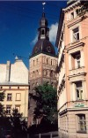 Latvia / Latvija - Riga: narrow angle of the Dom church - Biskapa gate - Rigas Doms (photo by Miguel Torres)