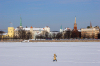 Latvia / Latvija / Lettland - Riga: frozen Daugava - Riga castle and 11. Novembra krastmala - walking by - walking on the ice (photo by Alex Dnieprowsky)