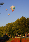 Lithuania - Vilnius: hot air balloons over the city - photo by Sandia